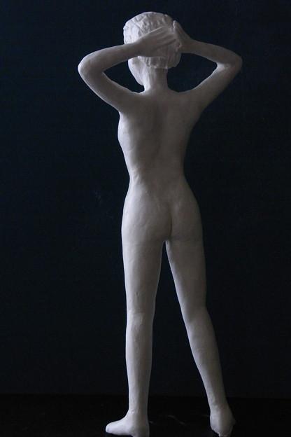Photos: 紙粘土人形 裸婦14後頭部腕組み背