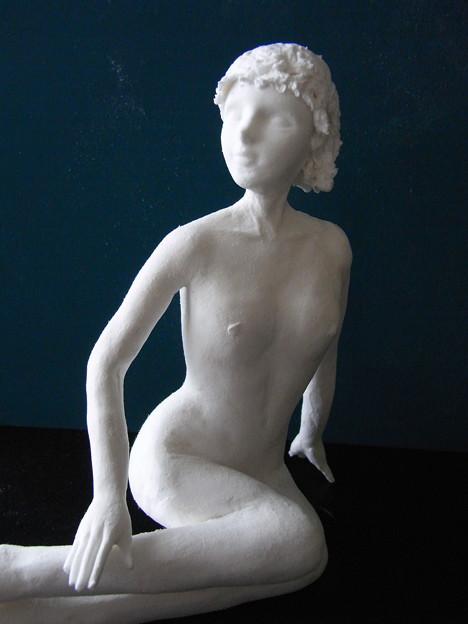 紙粘土人形 裸婦17 横座りアップ