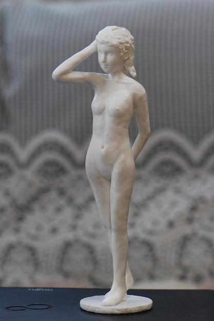 紙粘土人形裸婦28 髪撫で