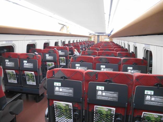Photos: 新幹線指定席はガラガラ