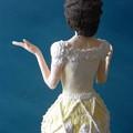 紙粘土人形 映画ドレス後ろ