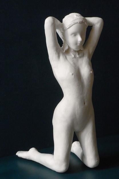 Photos: 紙粘土人形裸婦像59膝立ち左