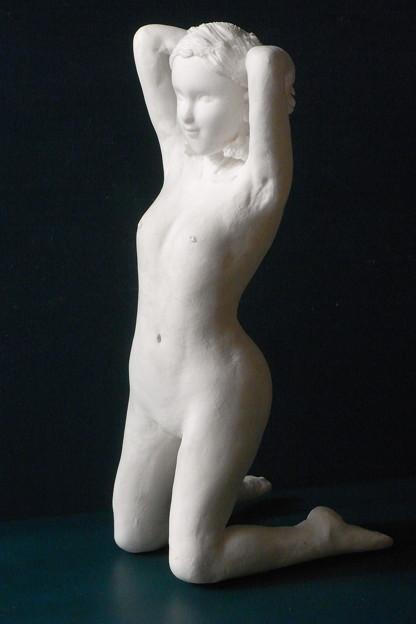 紙粘土人形裸婦像59膝立ち右