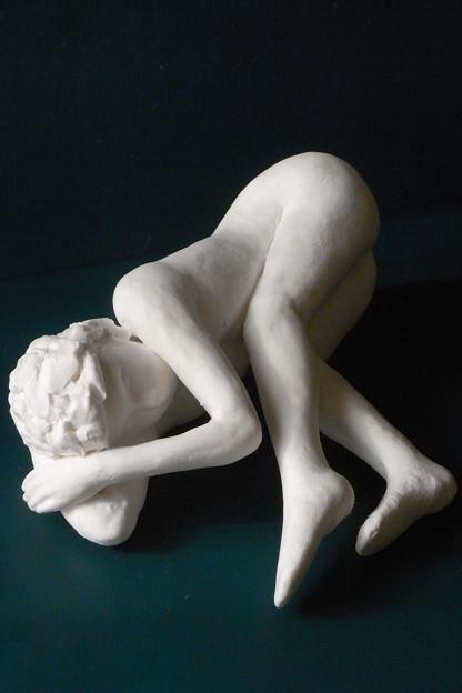Photos: 紙粘土人形裸婦像60絵画横臥頭