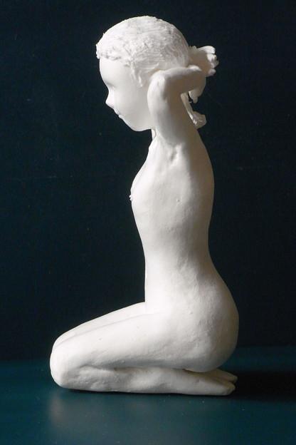紙粘土人形裸婦像61 正座髪直し横