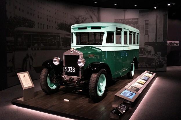 写真: 1929年製スミダM型バス@いすゞプラザ