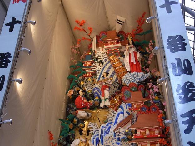 Photos: 26 博多祇園山笠 飾り山 天神の大丸 神武東征傅(じんむとうせいでん)2012年 写真画像3