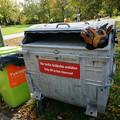 Photos: 不気味なゴミ箱
