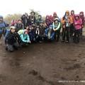 #ロングトレッキング ▲雨の明神ヶ岳 雨粒はなかなか写らない #山へ行こうよ。 #アルパインツアー日本の山