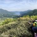 #ロングトレッキング ▲丸岳へ向かう稜線で 芦ノ湖の一番奥から右の山並みを通ってやってきました #山へ行こうよ。 #アルパインツアー日本の山