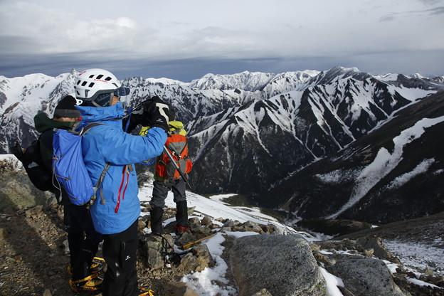 日本の山 雪山講習会S2 常念岳 山頂で景色を堪能