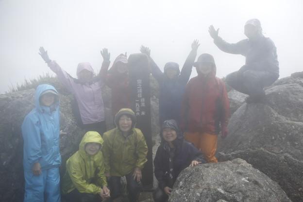 日本の山 ゆっくり登山 宮之浦岳 山頂です!雨の結露でぼんやり、スイマセン