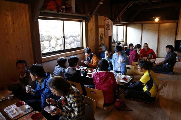 日本の山 次晴登山部 御嶽山 登頂後の食事