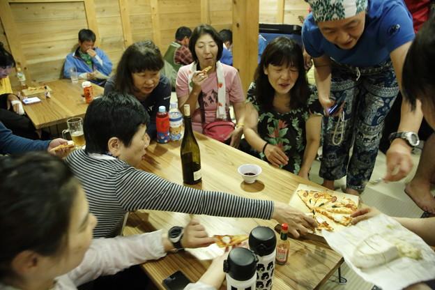日本の山 次晴登山部 御嶽山 五の池小屋のピザを堪能