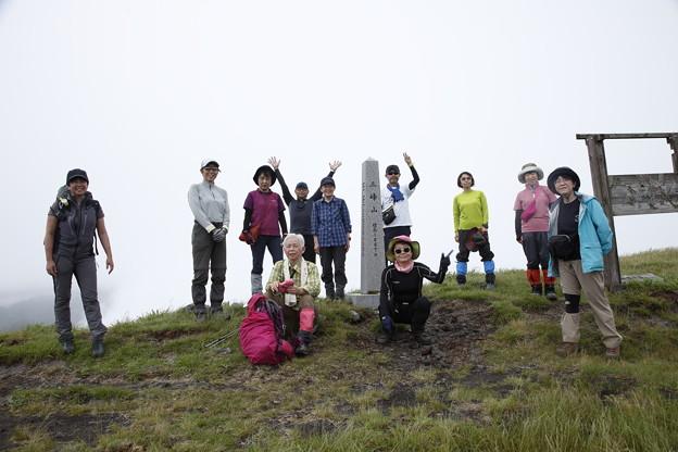 日本の山 美ヶ原ロングトレイル 三峰山山頂に到着!後は下るのみです #山へ行こうよ。 #アルパインツアーサービス#美ヶ原ロングトレイル