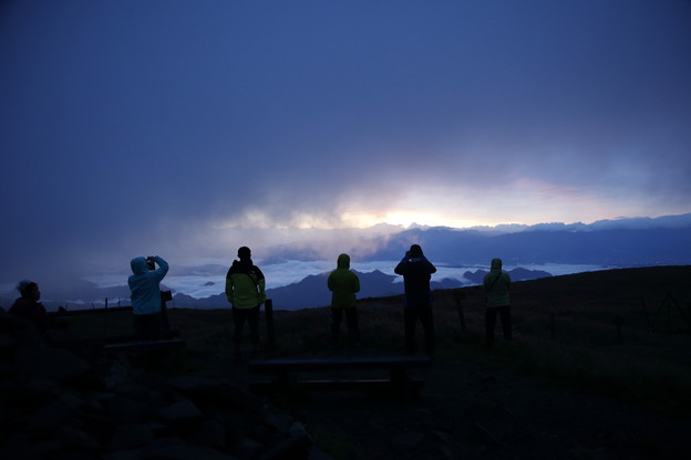 日本の山 美ヶ原ロングトレイル 日の出を見に牛伏山へ