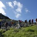 Photos: 日本の山 立山連峰・空見ハイキング 室堂山へのハイキング