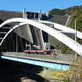 Photos: 宮ヶ瀬ダムと新石小屋橋とロードトレイン