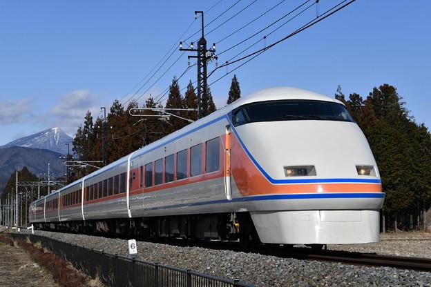 東武鉄道100系スペーシア 「サニーコーラルオレンジ」編成 (特急きぬ130号)