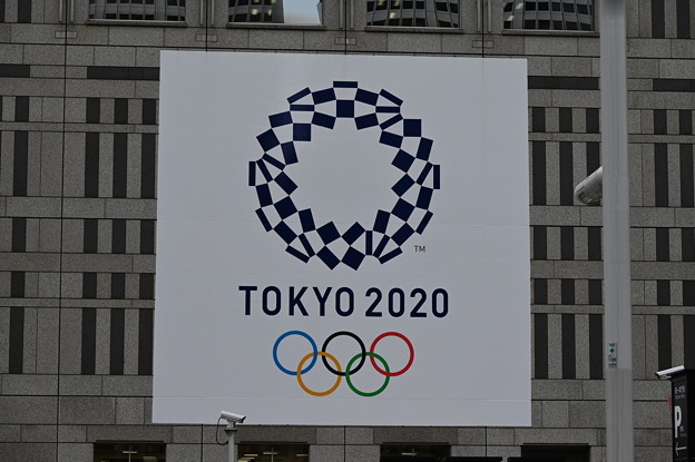 都庁に書いてあるオリンピックのエンブレム