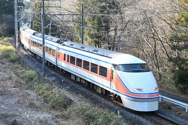 東武鉄道100系スペーシア 「サニーコーラルオレンジ」編成
