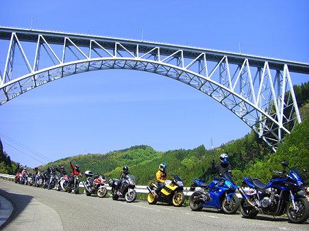 青雲橋の下