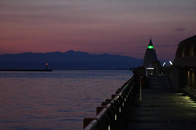 Photos: 夕焼けと灯台07