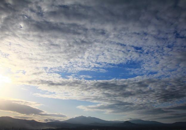 いわし雲と八甲田山01