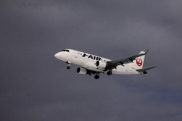 着陸直前のJ-AIR01