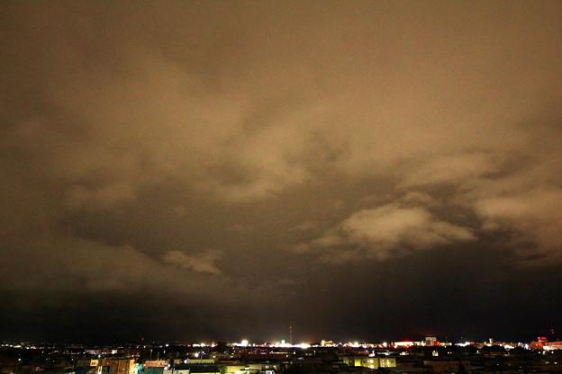 雲を照らす