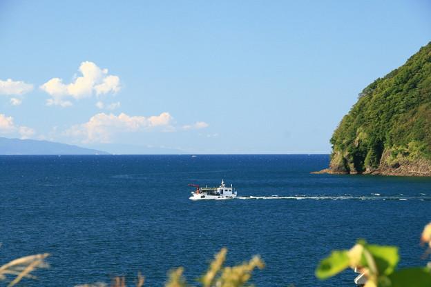 湯ノ島と遊覧船