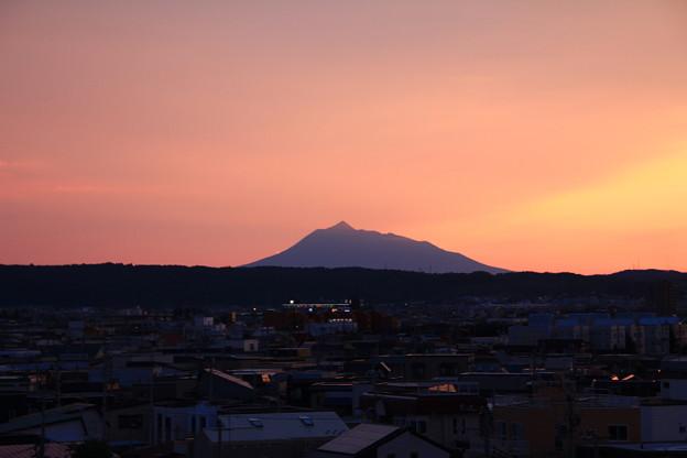夕焼け岩木山1