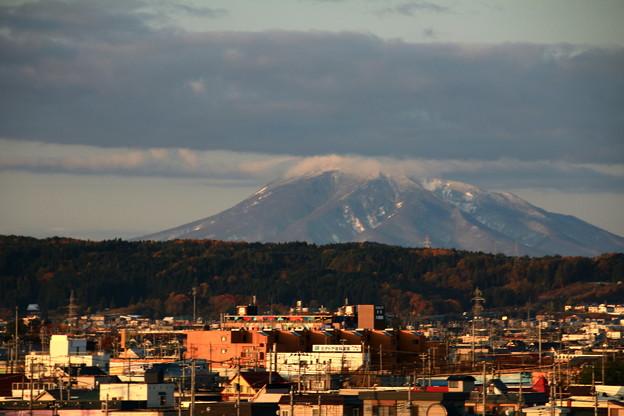 朝陽を受ける岩木山1
