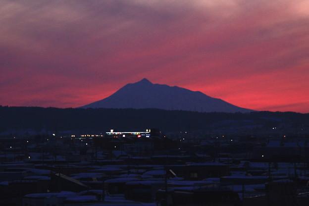 夕暮れ・岩木山