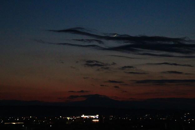 夕暮れの月