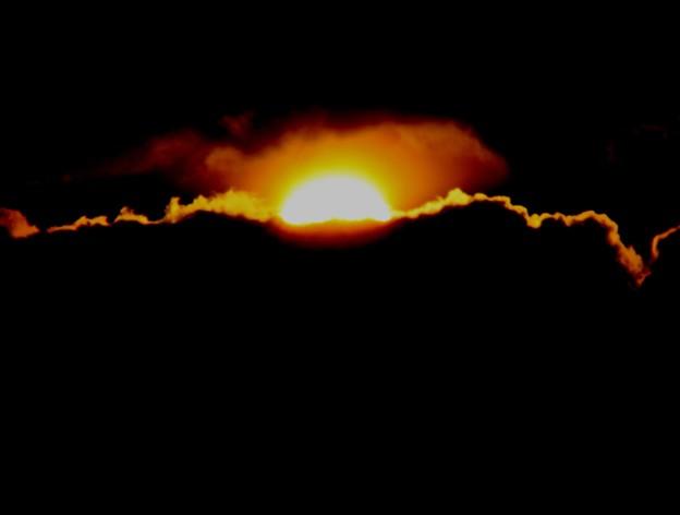 写真: 太陽雲のなかへ