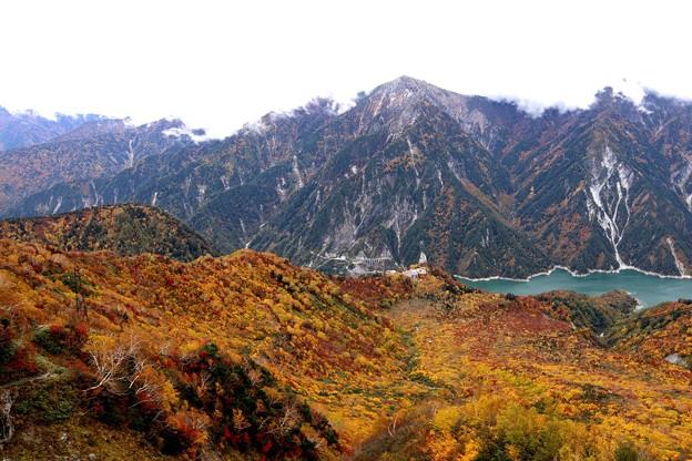 大観峰よりの紅葉の黒部湖12