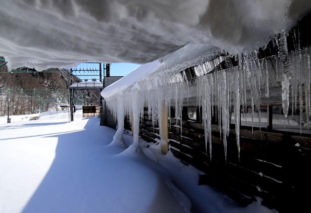 駅通路からの氷柱
