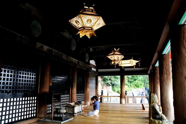 清水寺の本殿の灯籠