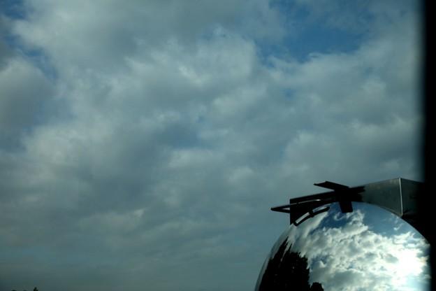 タンク車の反映と青空