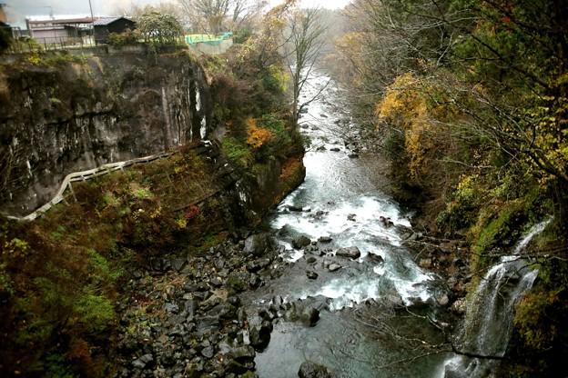 田原の滝下流風景