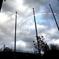 空へ五輪マーク(ガラスの反映)