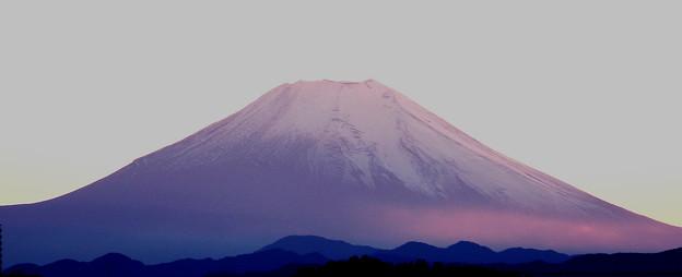 夕陽で染まる富士山