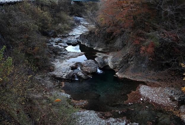 秋の甌穴群 沢の流れ