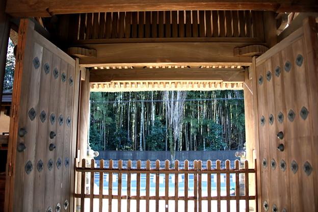 総門よりの竹林