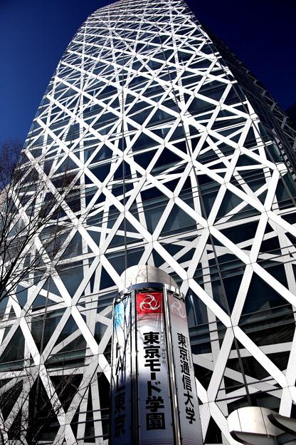 東京モード学園のビル