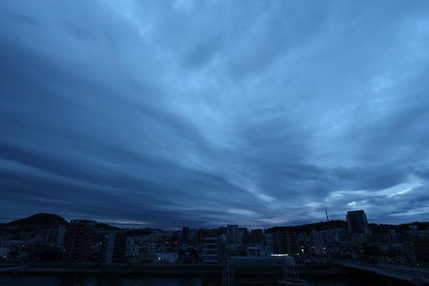 写真: 曇天