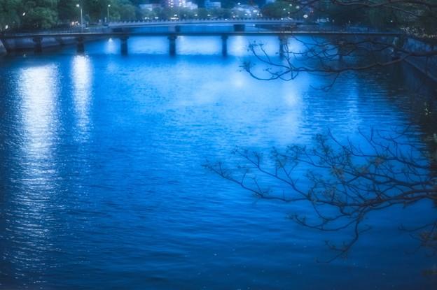 稲荷橋より