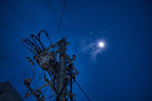 月夜のでんしんばしら