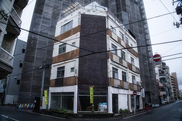 街角の老ビル